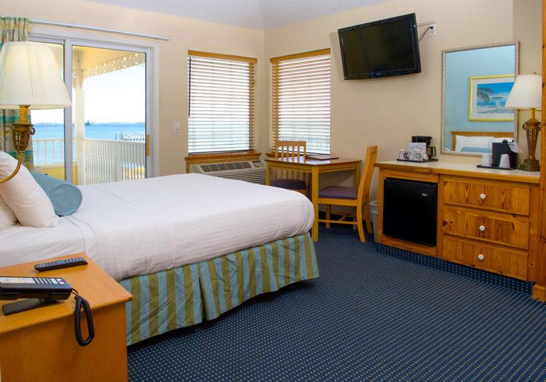 Hirams Riverfront Marina Room